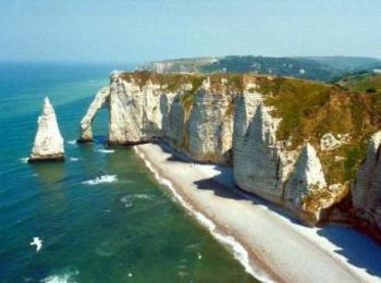 Нормандская дорога: Цветущий берег меловых скал, рыбацких деревень и бенедектинского Замка...