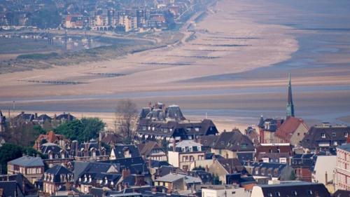 ДОВИЛЬ – аристократический вкус Нормандии